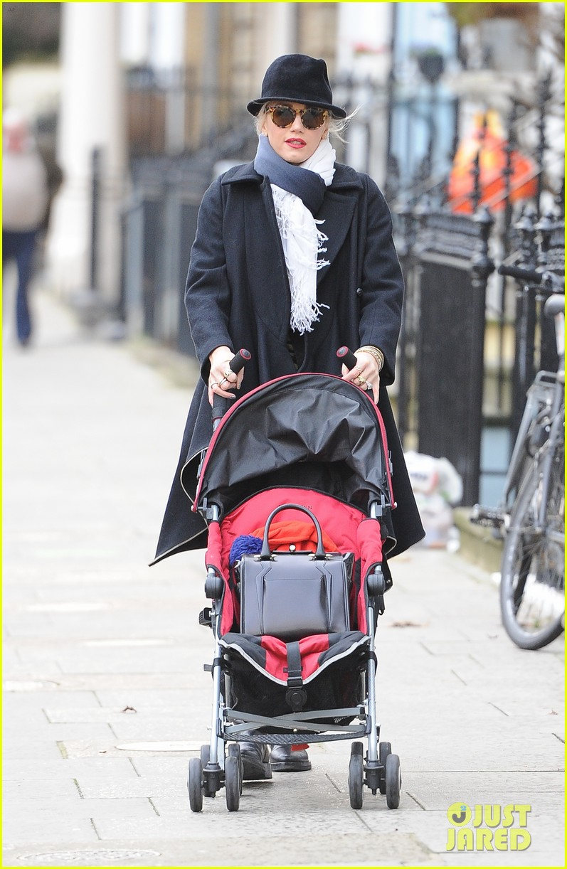 gwen stefani pub family meet up 202782377