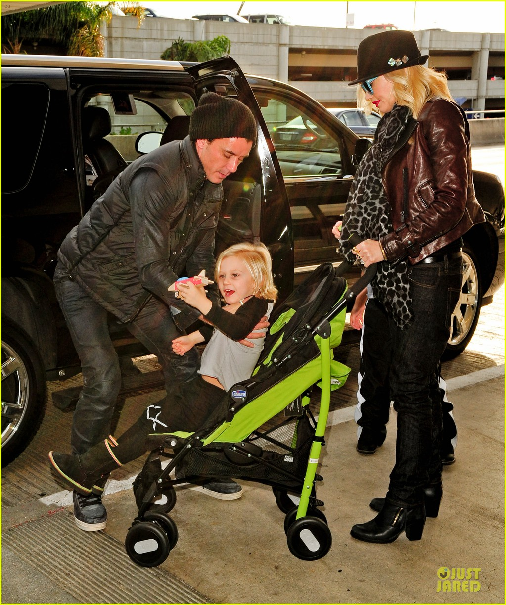gwen stefani & gavin rossdale holiday travel with the kids 032779582
