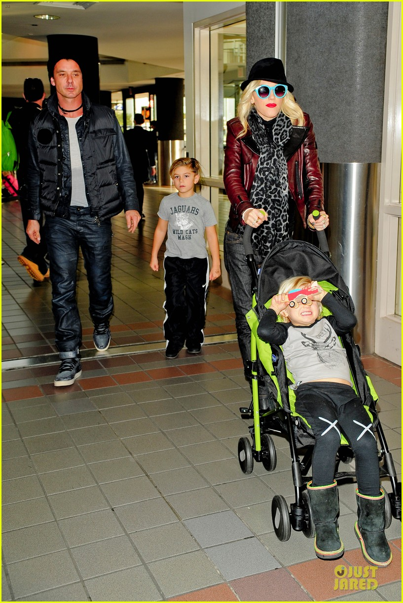 gwen stefani & gavin rossdale holiday travel with the kids 06