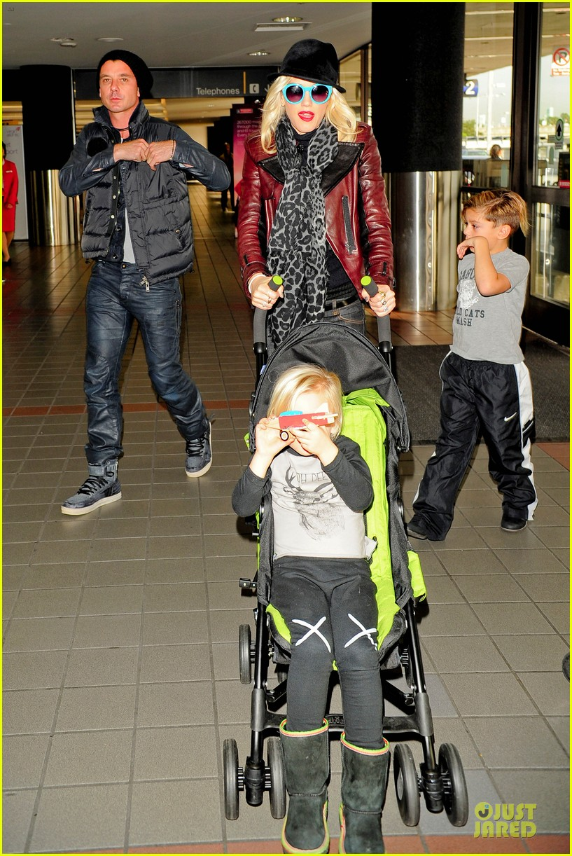 gwen stefani & gavin rossdale holiday travel with the kids 092779588