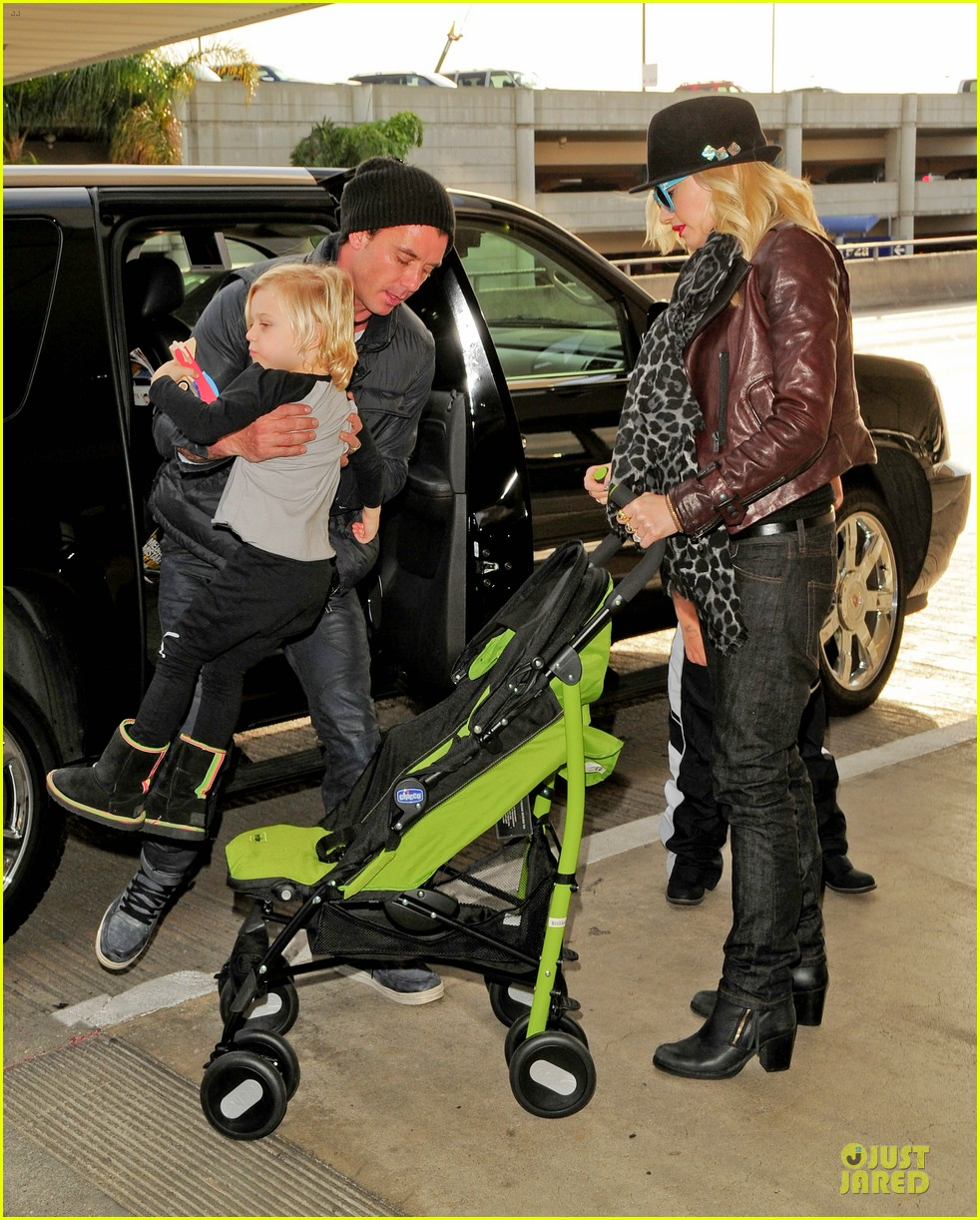 gwen stefani & gavin rossdale holiday travel with the kids 10