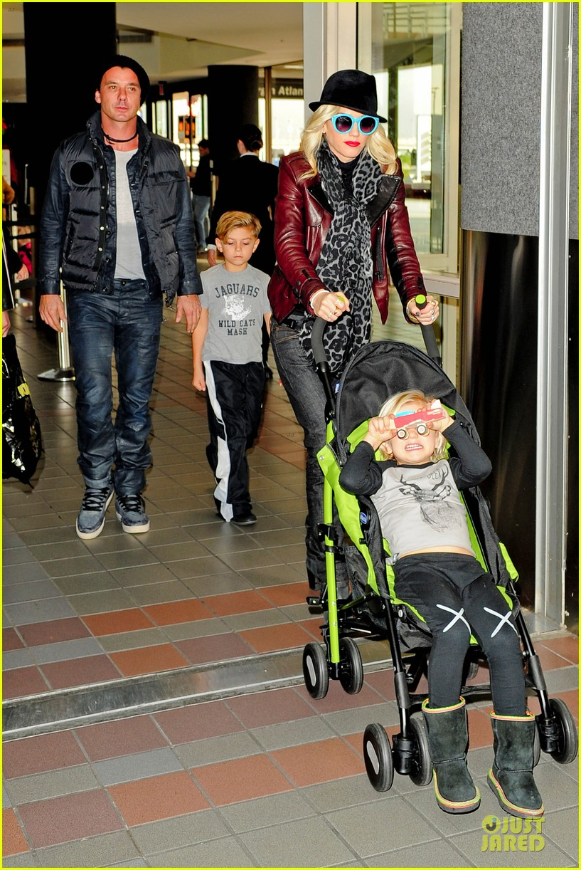 gwen stefani & gavin rossdale holiday travel with the kids 162779595