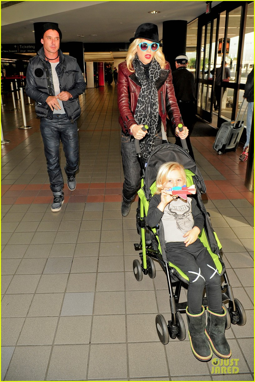 gwen stefani & gavin rossdale holiday travel with the kids 172779596