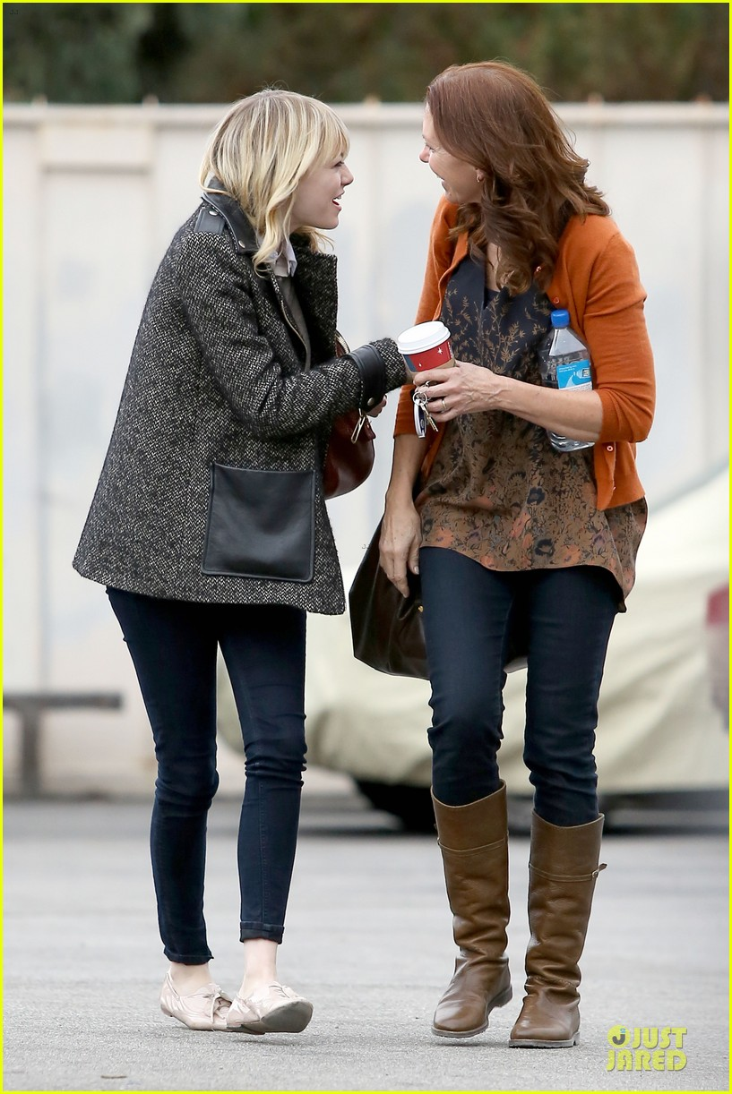emma stone& andrew garfield separate outings with friends 032776242