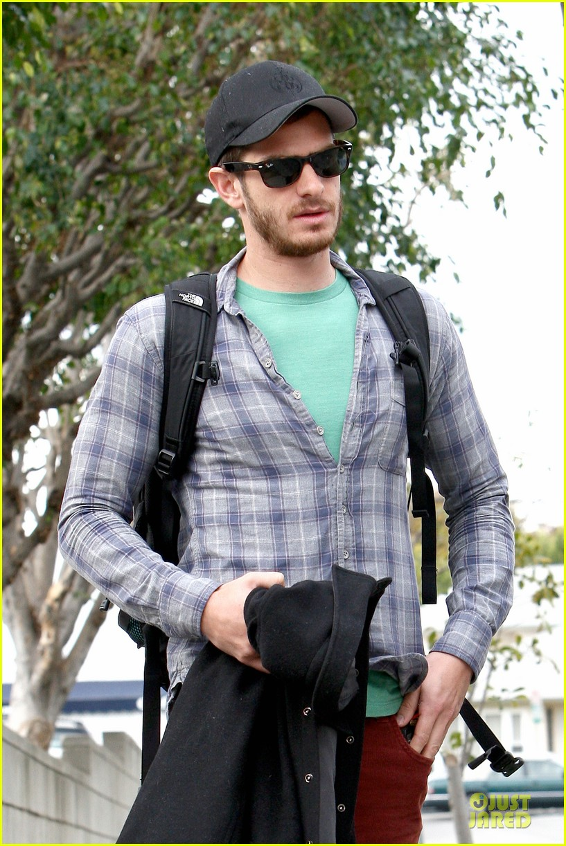 emma stone& andrew garfield separate outings with friends 042776243