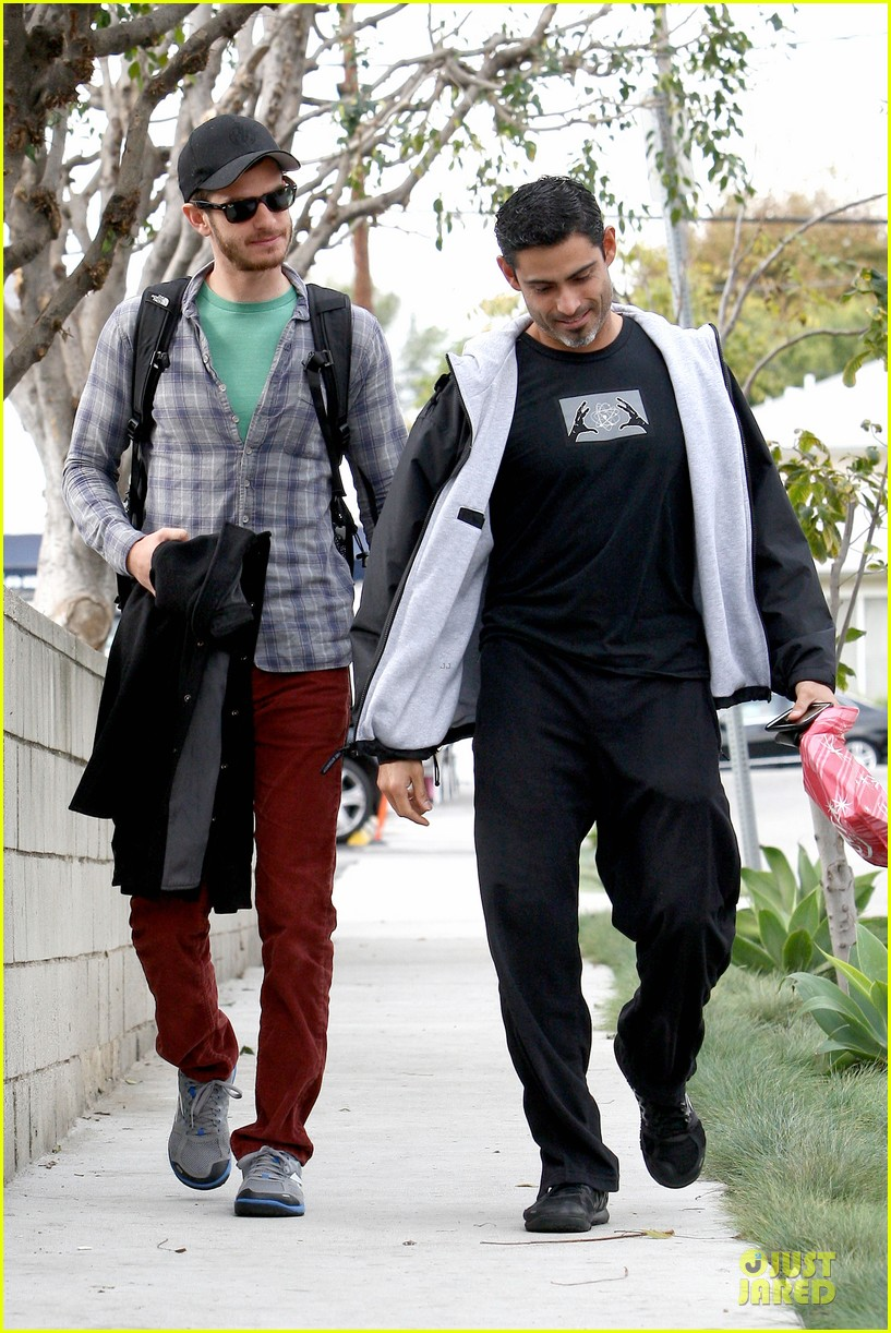 emma stone& andrew garfield separate outings with friends 062776245