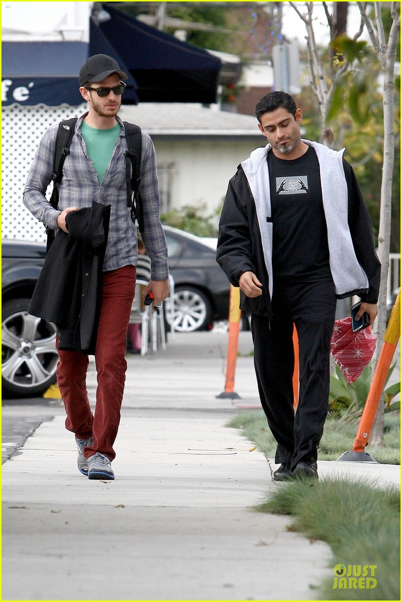 emma stone& andrew garfield separate outings with friends 122776251