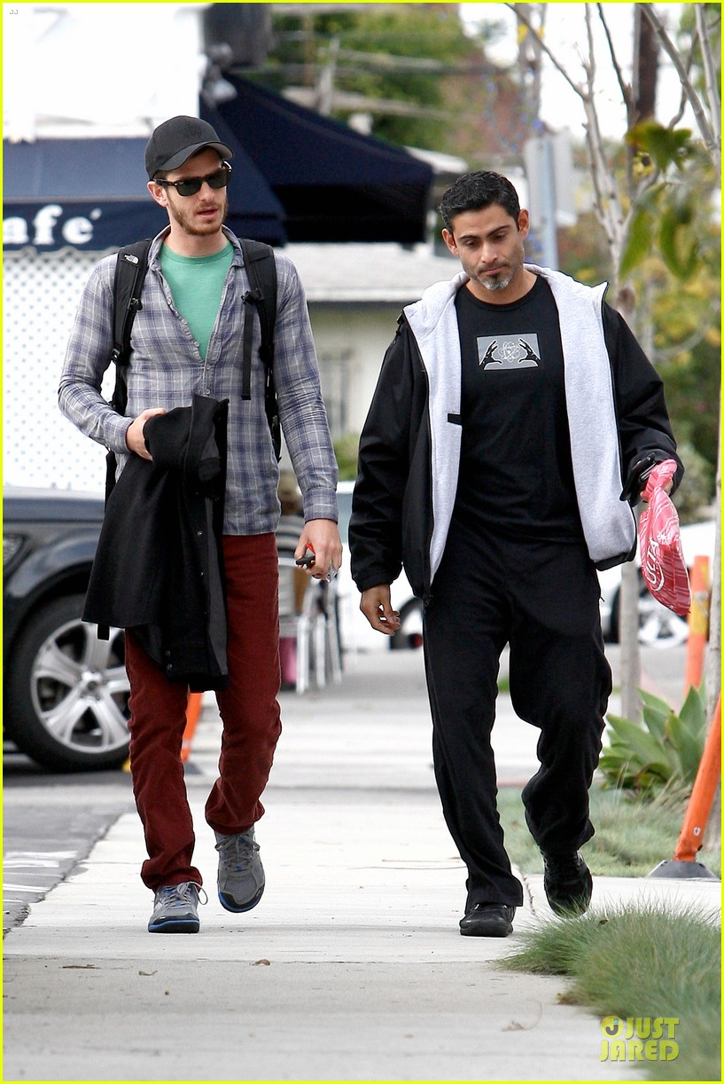 emma stone& andrew garfield separate outings with friends 142776253