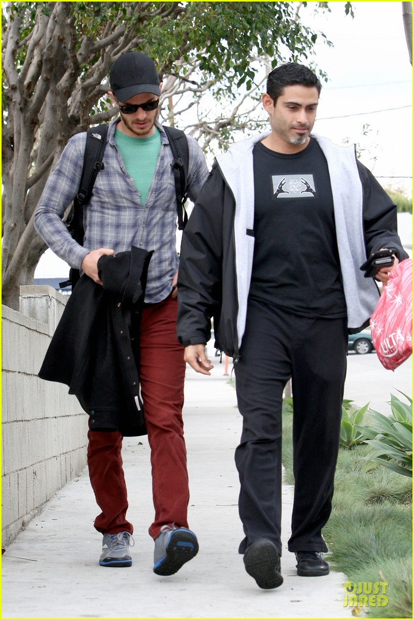 emma stone& andrew garfield separate outings with friends 162776255