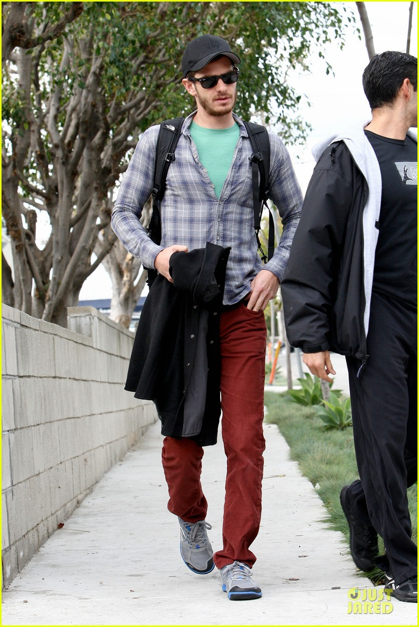 emma stone& andrew garfield separate outings with friends 172776256