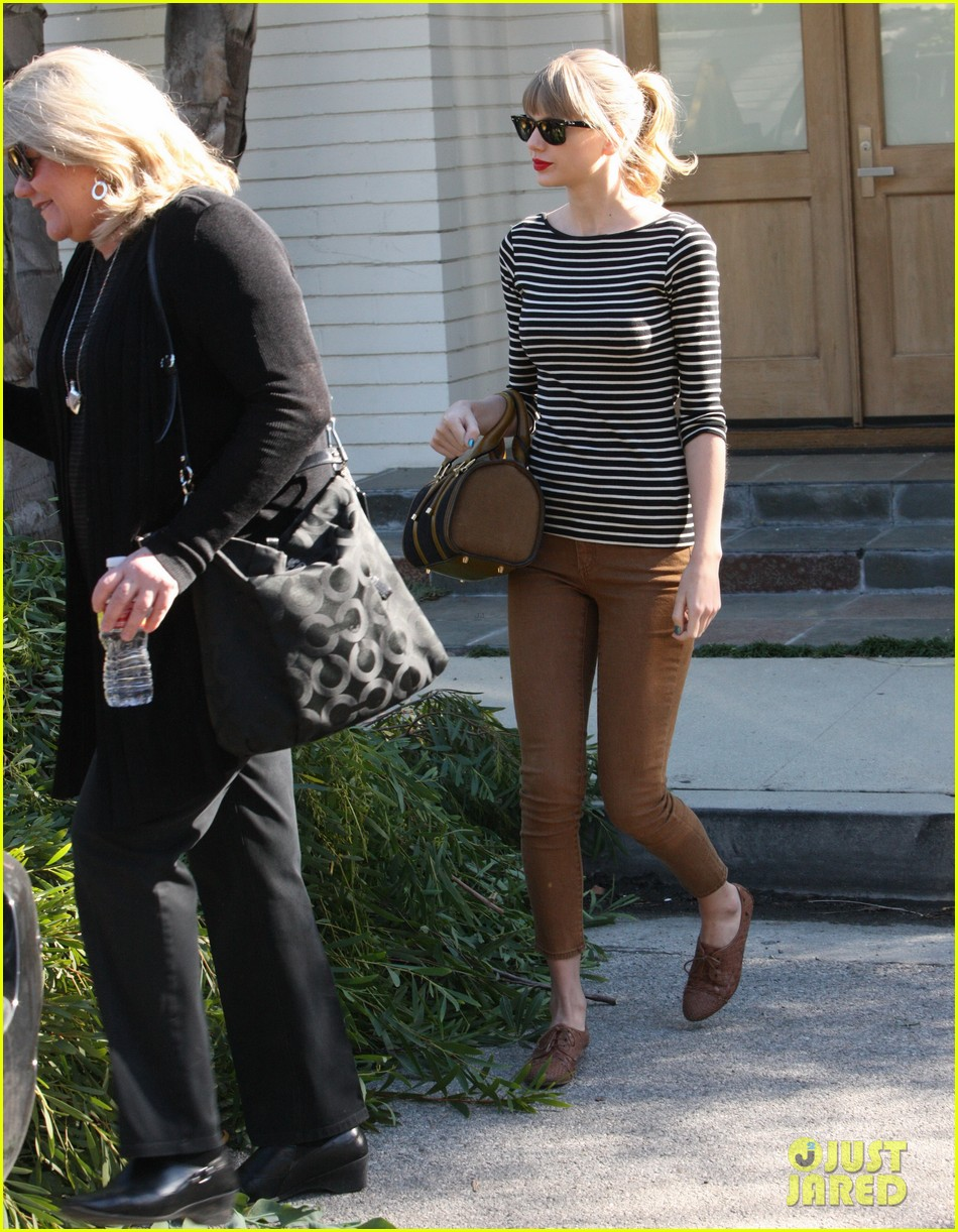 taylor swift harry styles leave her home in la 102778336