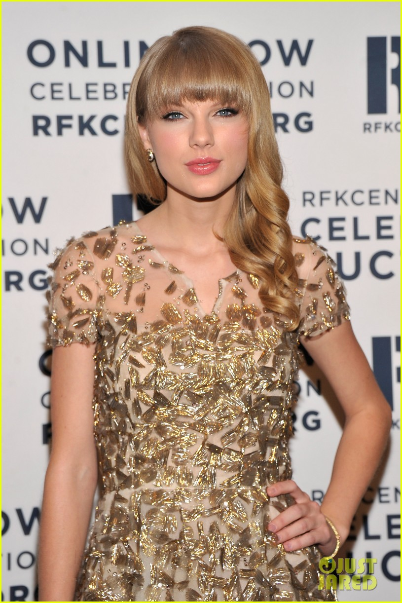 taylor swift dianna agron ripple of hope gala 2012 112768718