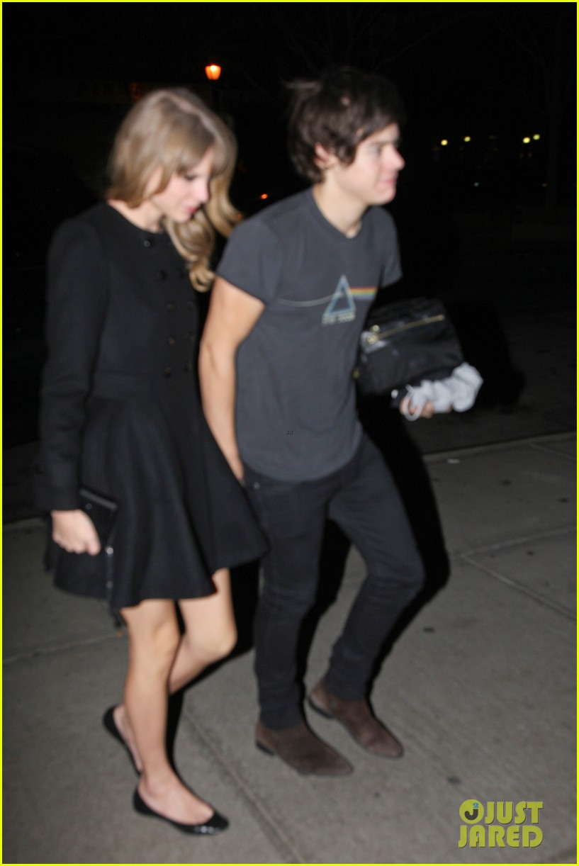 taylor swift harry styles holding hands after 1d concert 052768924