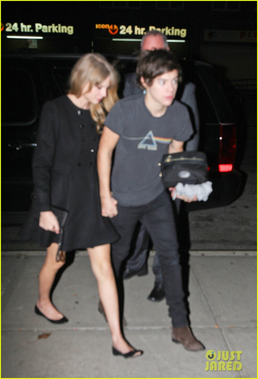 taylor swift harry styles holding hands after 1d concert 082768927