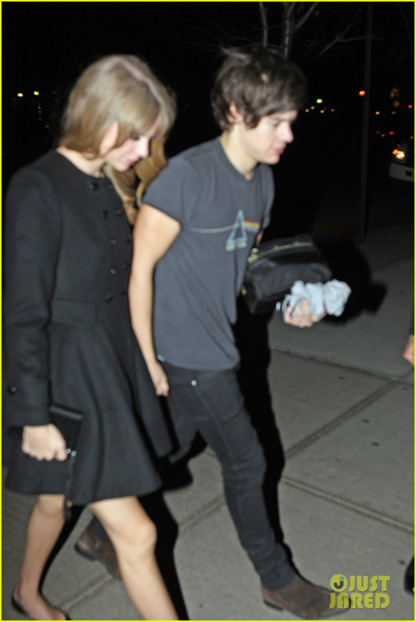 taylor swift harry styles holding hands after 1d concert 102768929