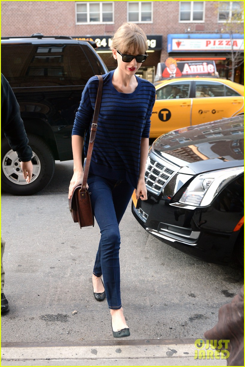 taylor swift striped starlet after harry styles date 032768592