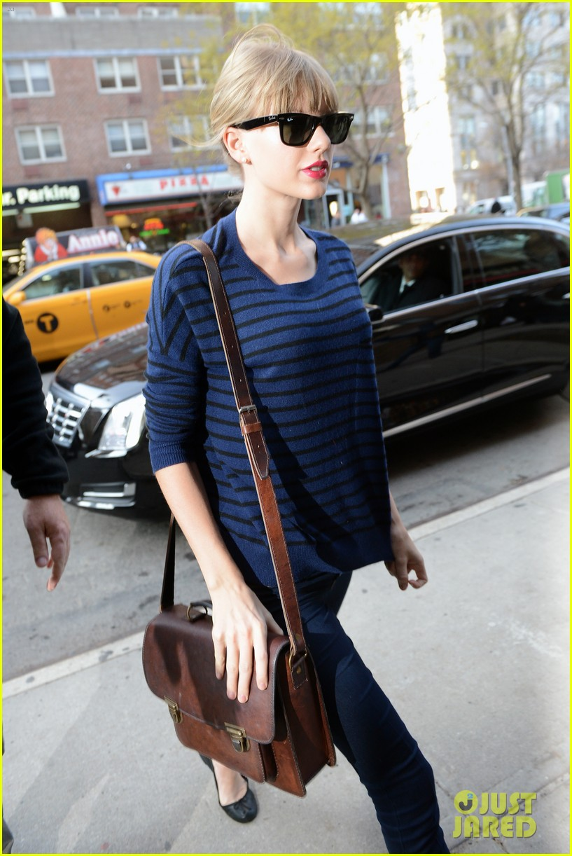 taylor swift striped starlet after harry styles date 042768593