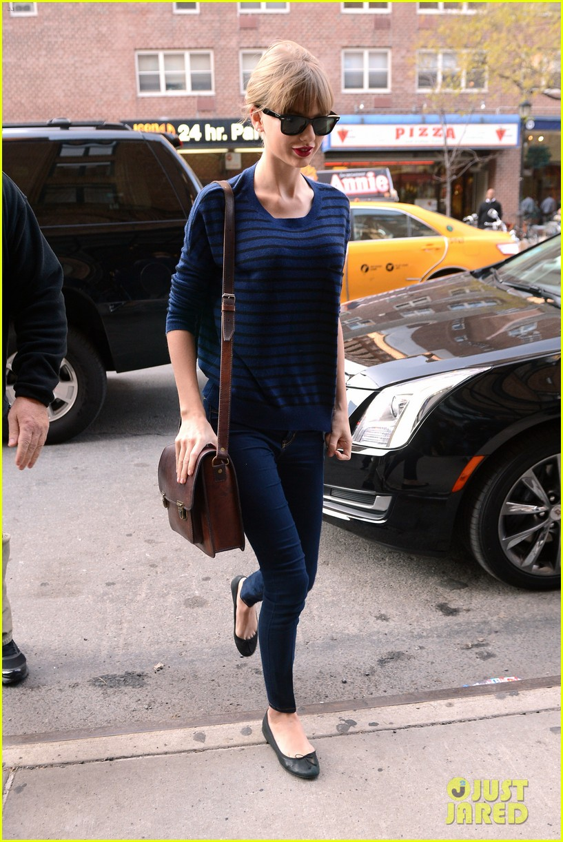 taylor swift striped starlet after harry styles date 052768594