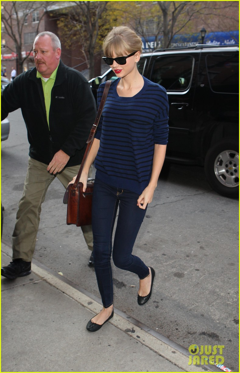 taylor swift striped starlet after harry styles date 092768598