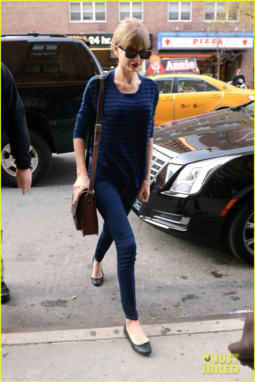 taylor swift striped starlet after harry styles date 142768603
