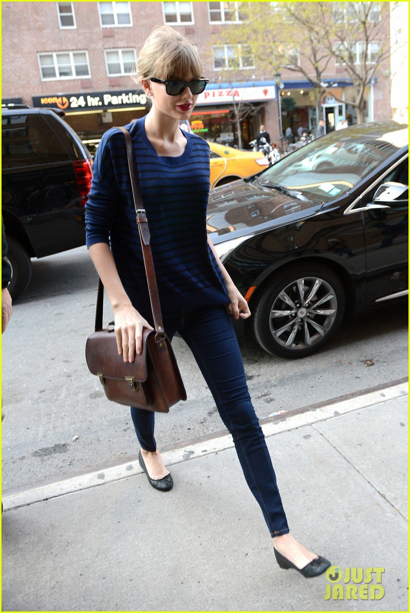 taylor swift striped starlet after harry styles date 16