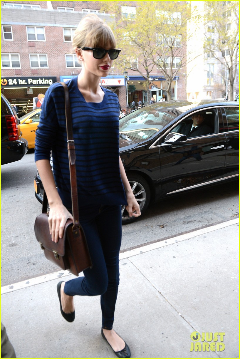 taylor swift striped starlet after harry styles date 18