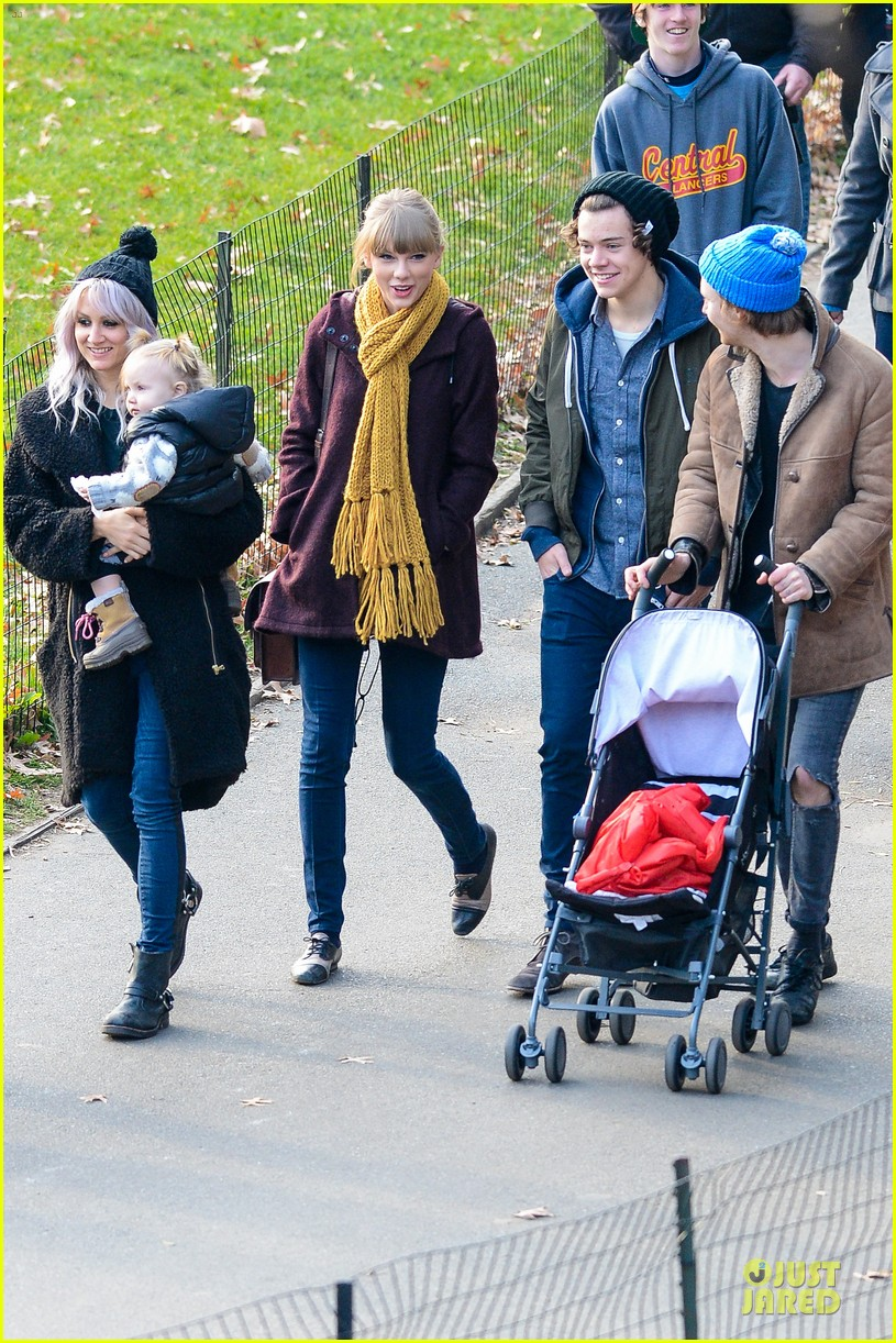 taylor swift harry styles central park stroll 122768125