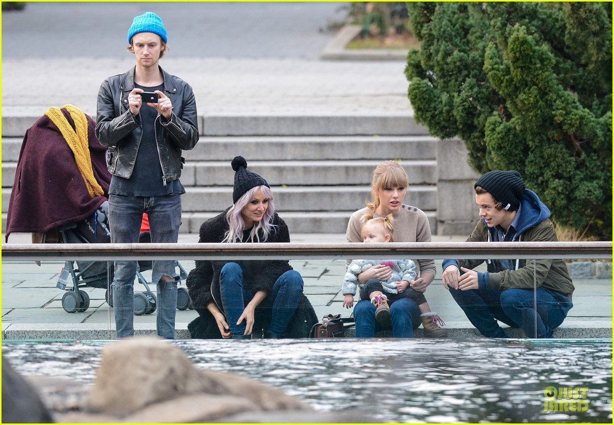 taylor swift harry styles central park stroll 182768131