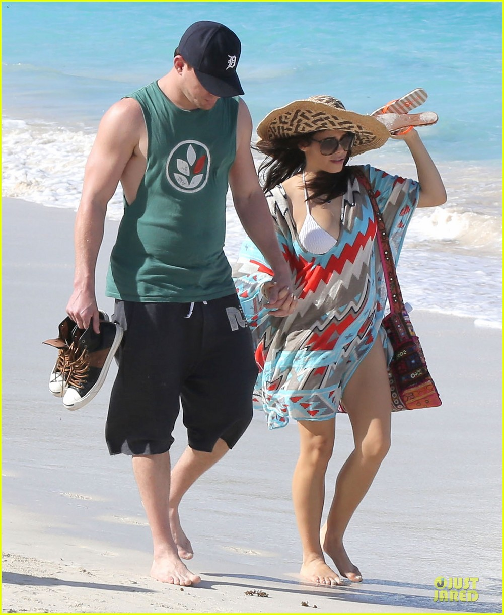 channing tatum& jenna dewan st barts beach stroll 01