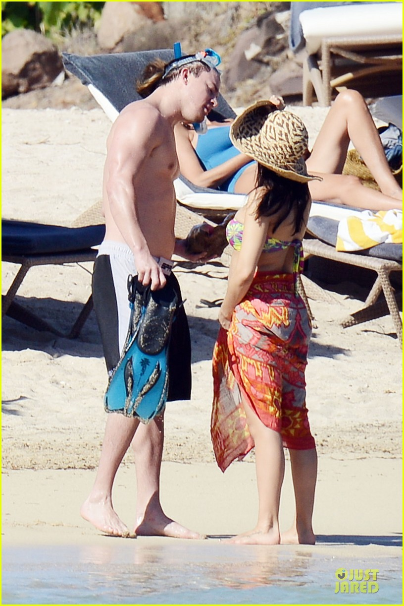pregnant jenna dewan kisses shirtless channing tatum 032782172