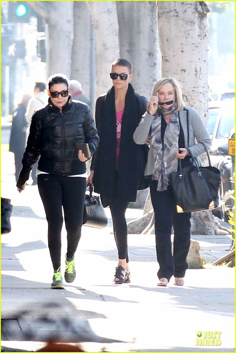 charlize theron pampers mother gerda 032779670