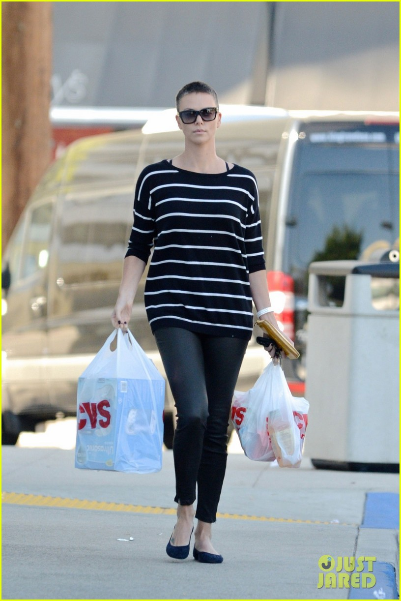 charlize theron pharmacy stop in los angeles 02