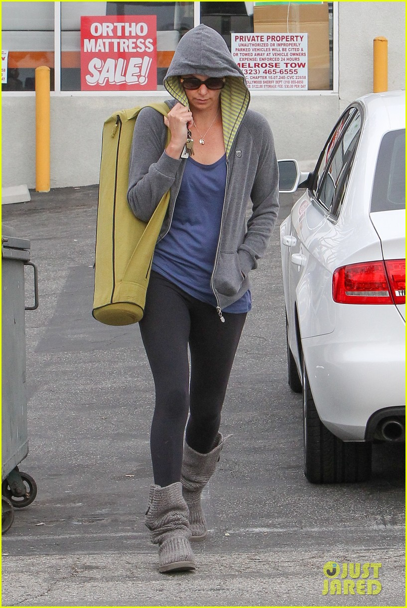 charlize theron pharmacy stop in los angeles 042774665