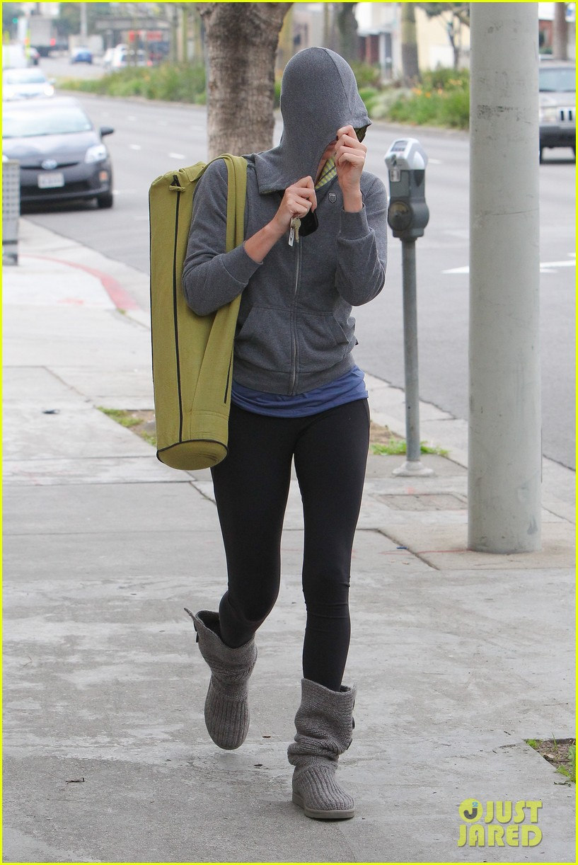 charlize theron pharmacy stop in los angeles 092774670