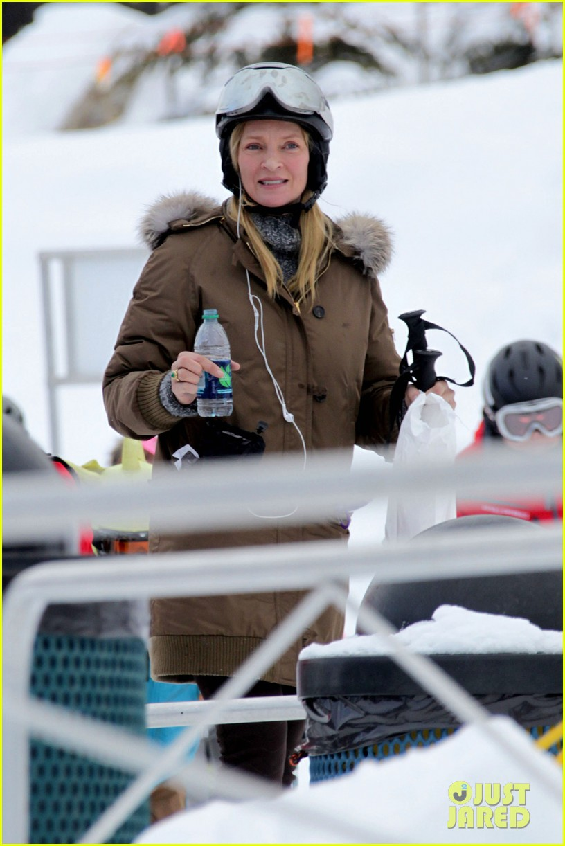 uma thurman aspen ski vacation 042781318