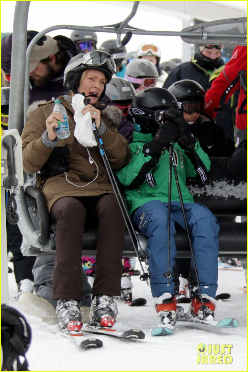 uma thurman aspen ski vacation 052781319