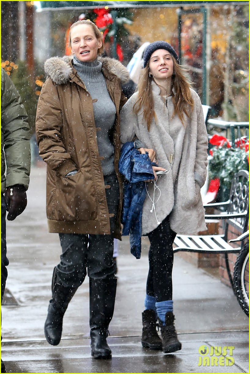 uma thurman arpad busson snow aspen stroll with maya 042780779