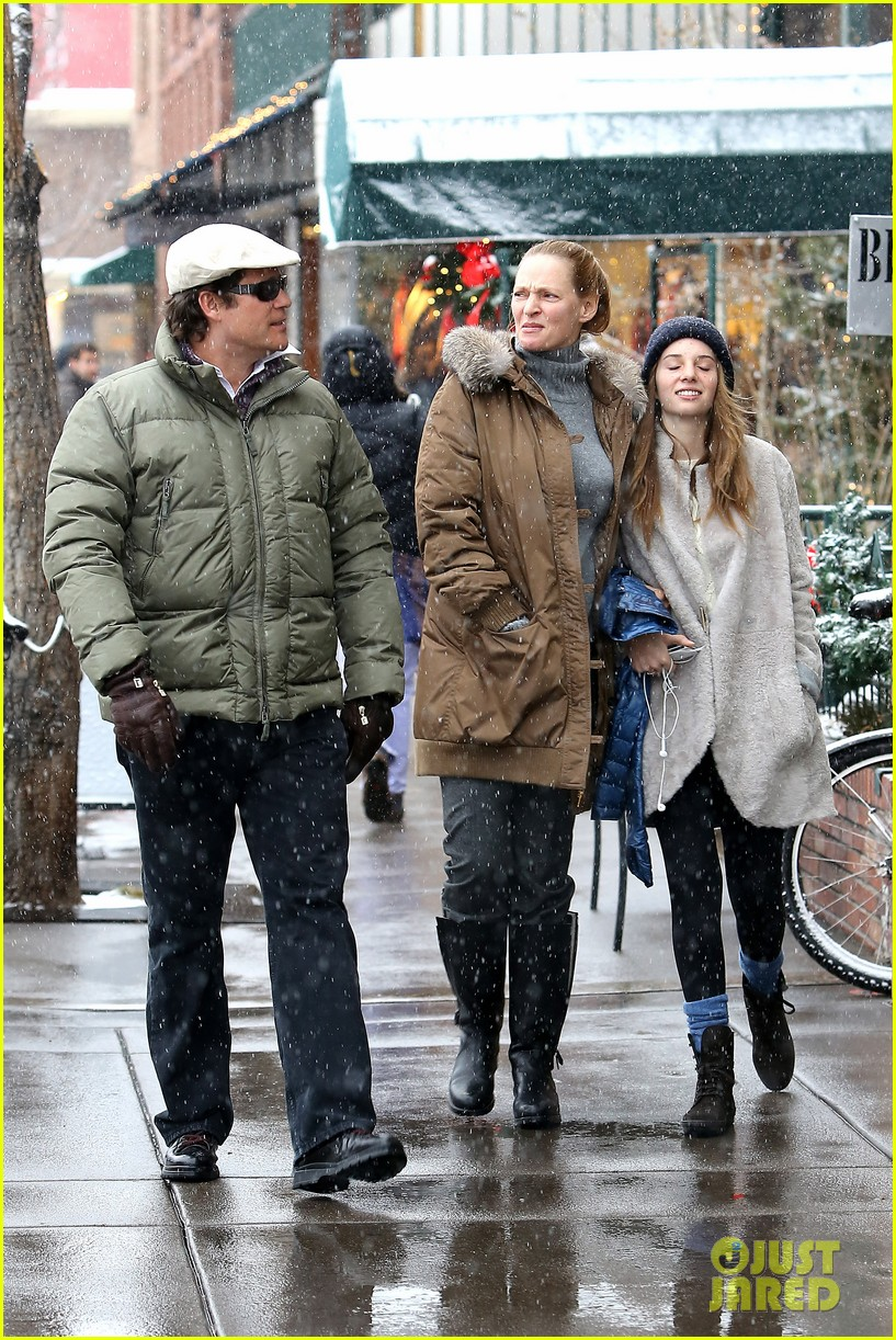 uma thurman arpad busson snow aspen stroll with maya 052780780