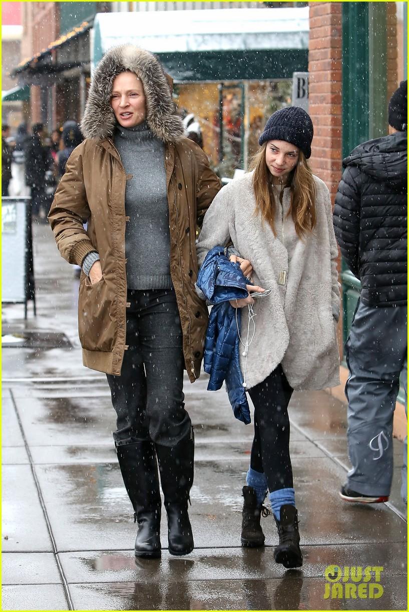 uma thurman arpad busson snow aspen stroll with maya 06