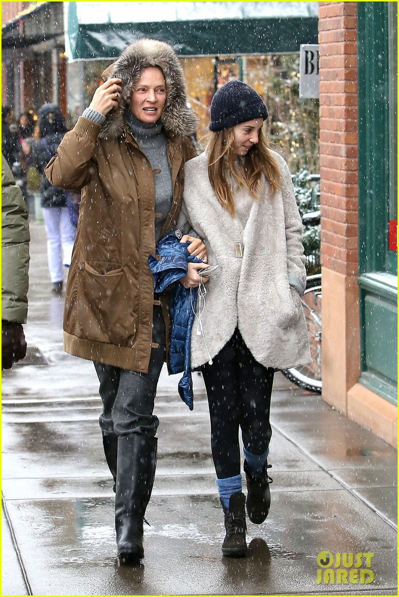 uma thurman arpad busson snow aspen stroll with maya 072780782