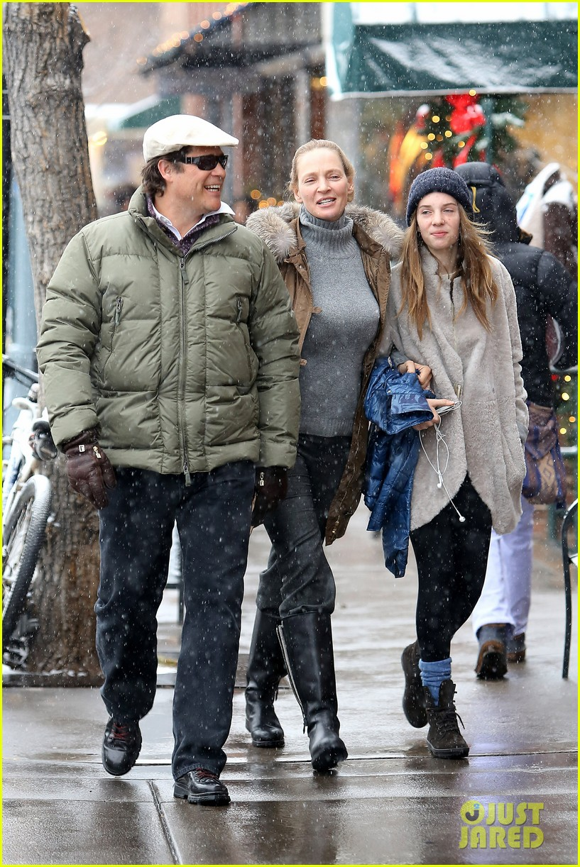 uma thurman arpad busson snow aspen stroll with maya 092780784