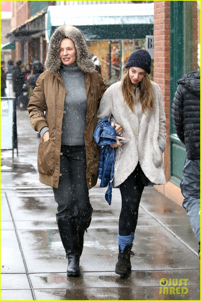 uma thurman arpad busson snow aspen stroll with maya 10