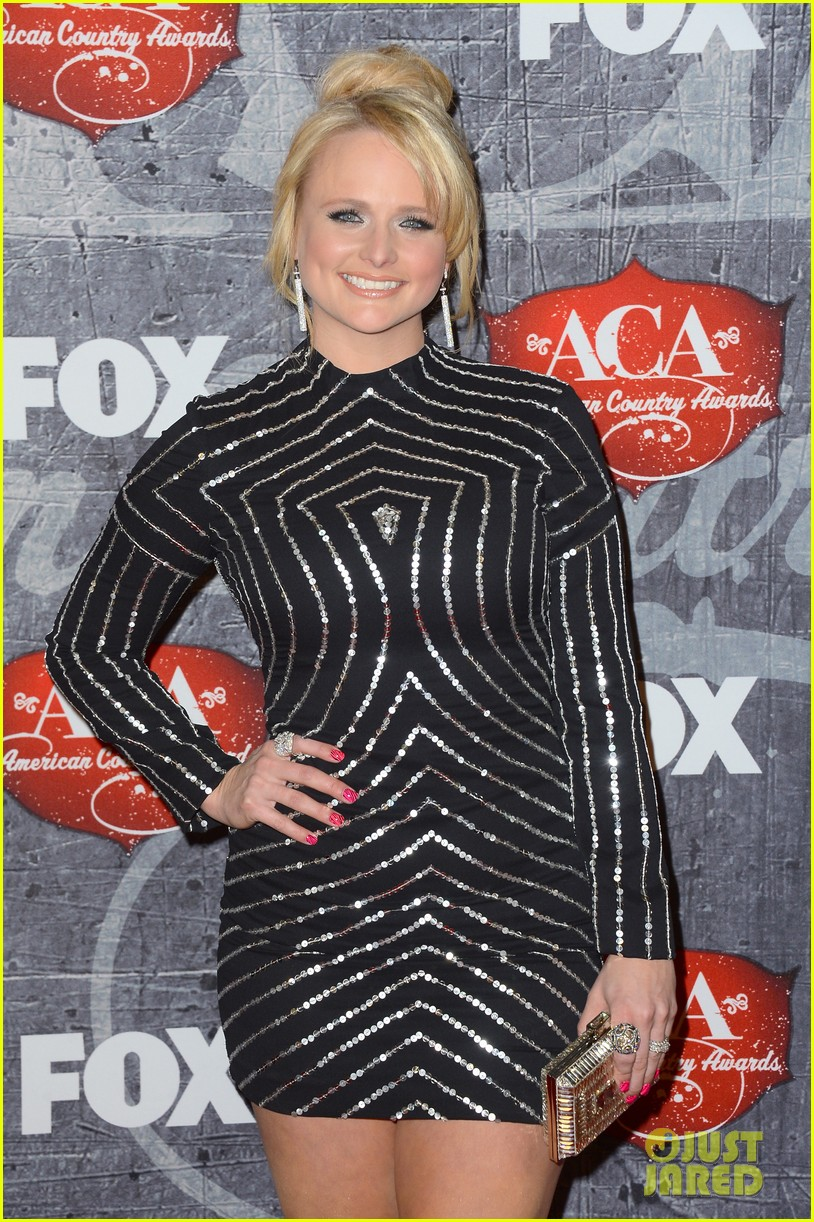 carrie underwood miranda lambert acas red carpet 2012 022773245