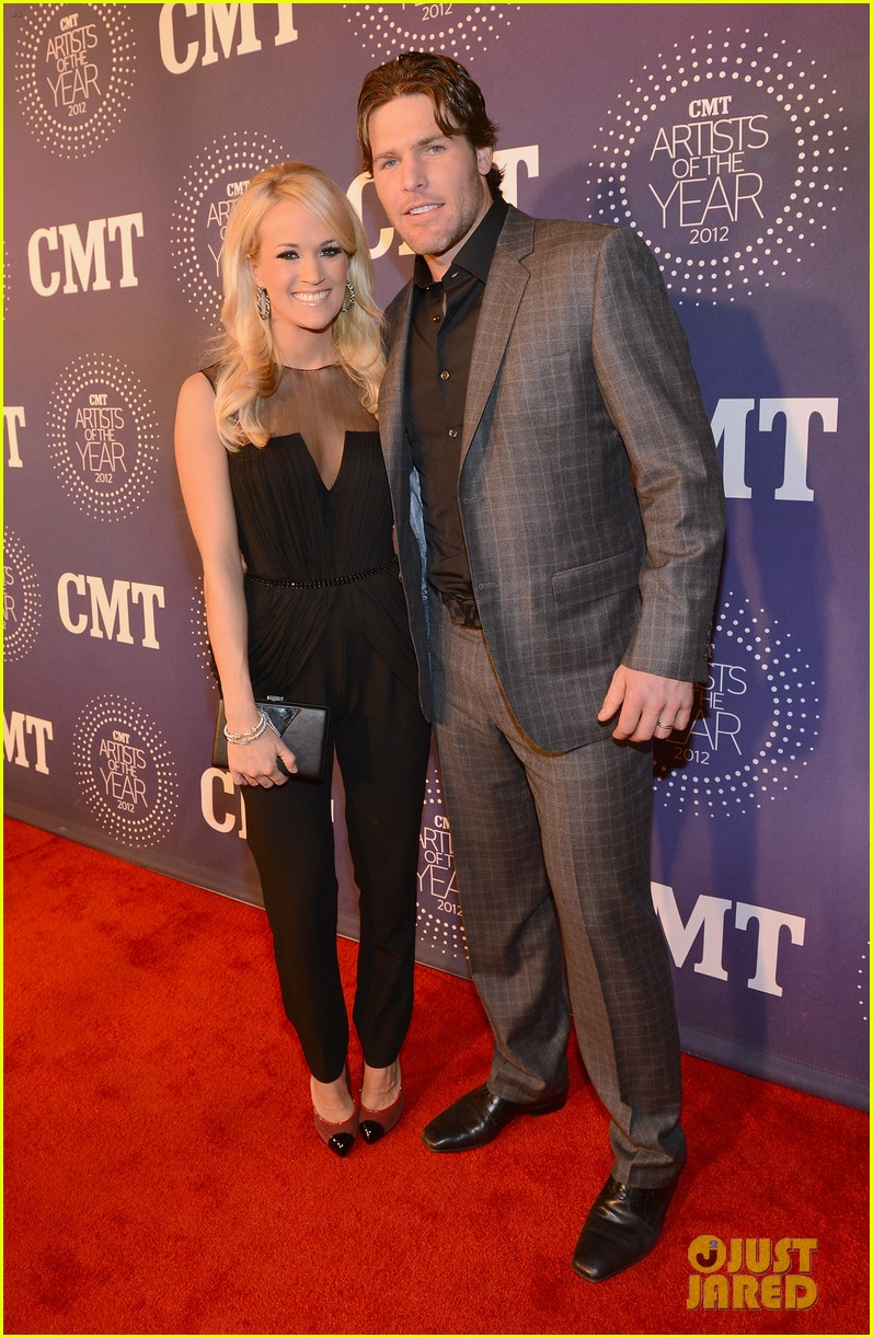 carrie underwood cmt artists of the year with mike fisher 012768650