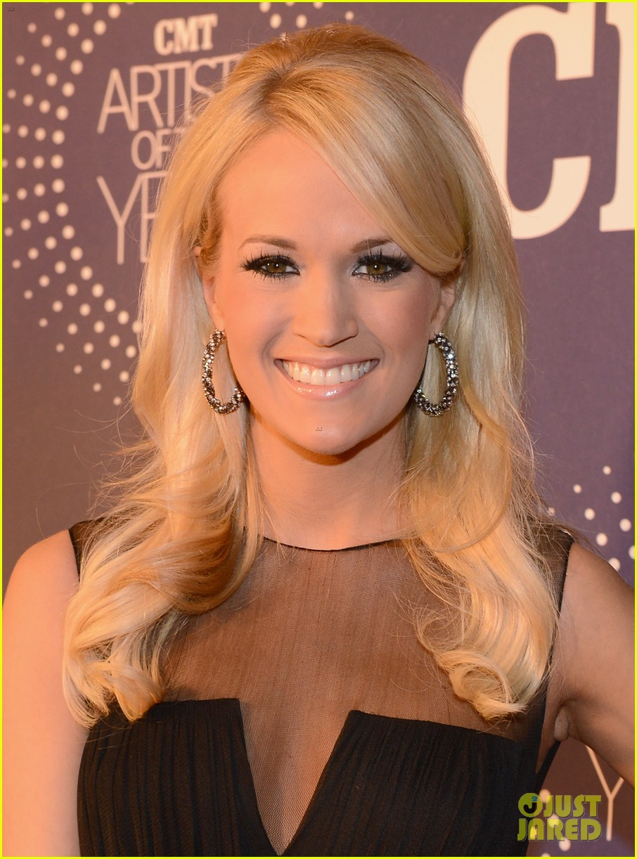 carrie underwood cmt artists of the year with mike fisher 022768651