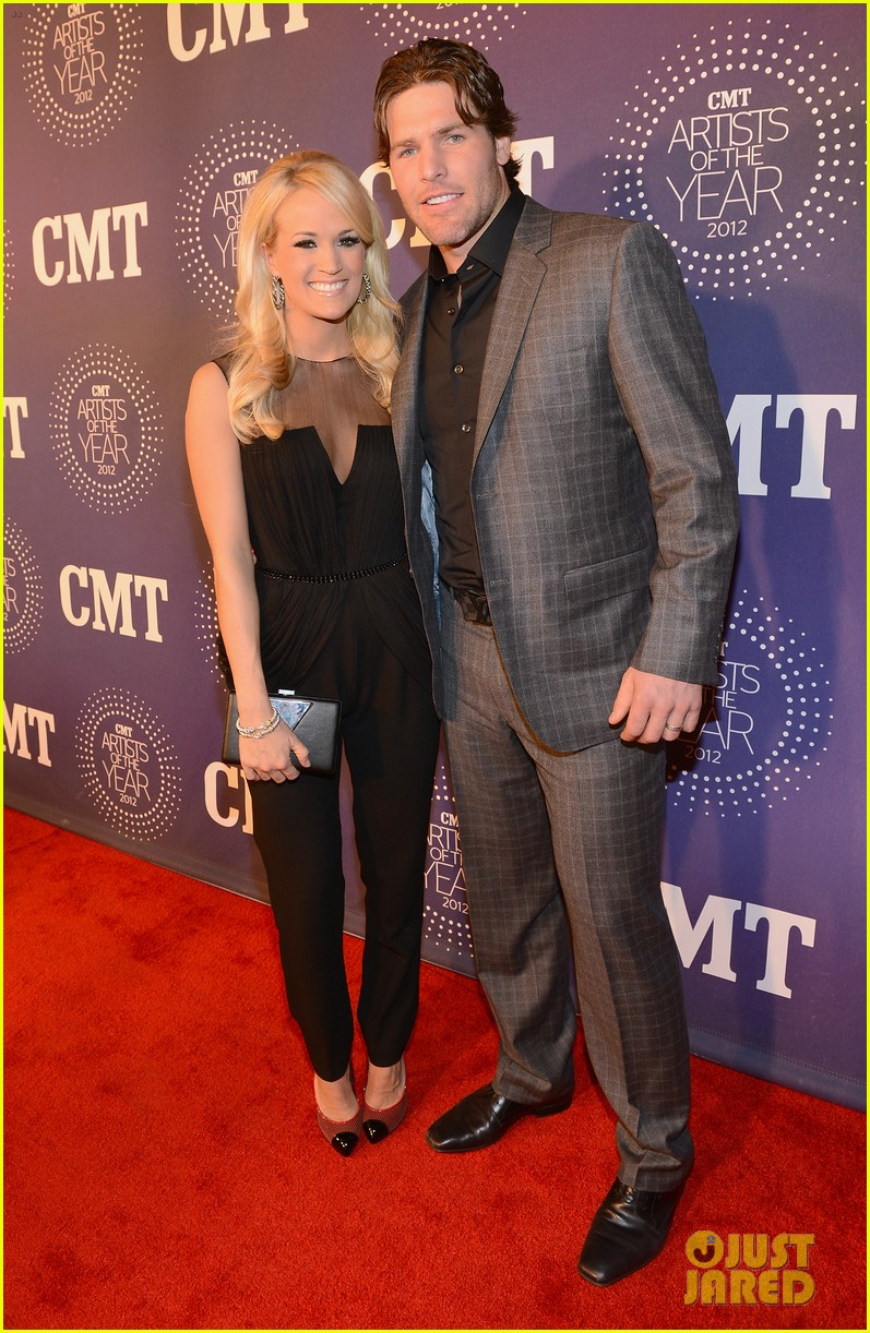 carrie underwood cmt artists of the year with mike fisher 042768653