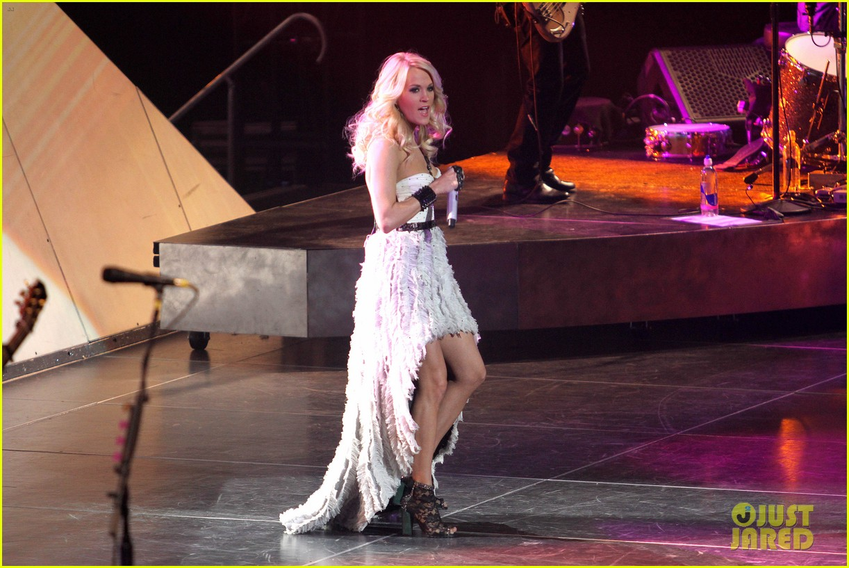carrie underwood so small with ps22 chorus in newark 072767947