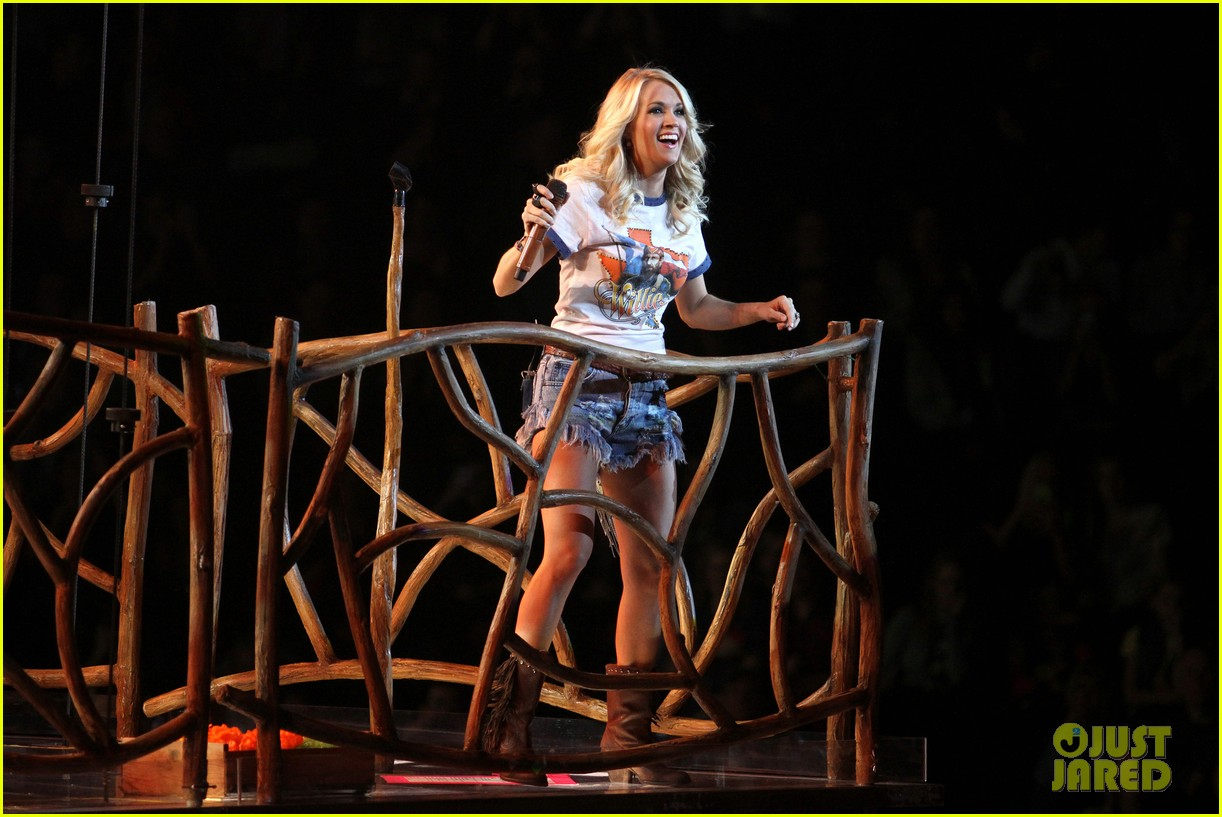 carrie underwood so small with ps22 chorus in newark 142767954