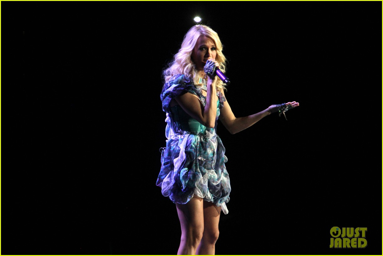 carrie underwood so small with ps22 chorus in newark 182767958