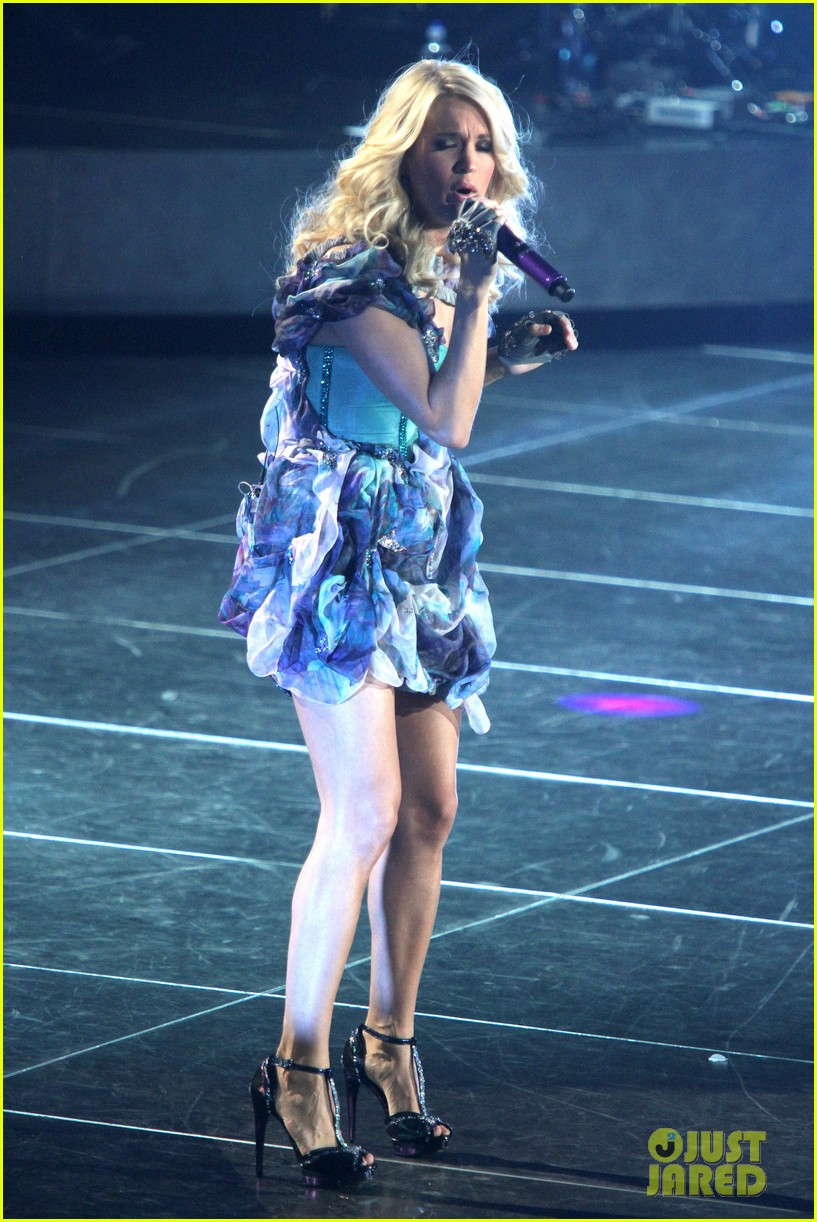 carrie underwood so small with ps22 chorus in newark 212767961